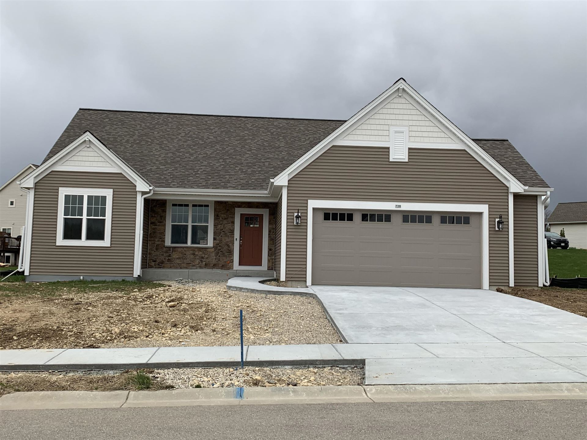 728 Autumn Ridge Ln, Hartford, WI 53027 - #: 1682910