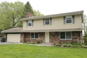 Photo of S42W27483 Oak Grove Ln, Waukesha, WI 53189 (MLS # 1638911)
