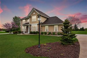 Photo of 3821 Ridgeview CT, Richfield, WI 53017 (MLS # 1638914)
