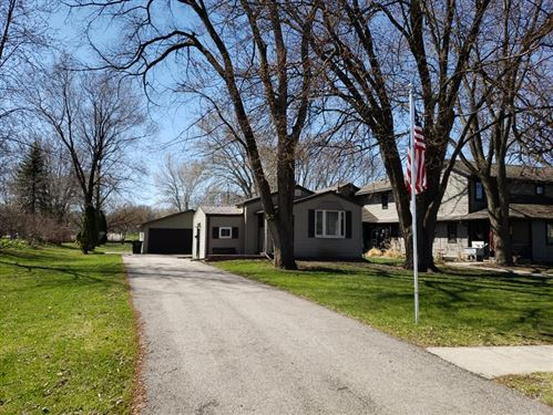 Photo of 604 W Linden Dr, Jefferson, WI 53549 (MLS # 1632929)