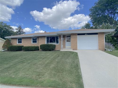 Photo of 5714 Oakwood St, Greendale, WI 53129 (MLS # 1762936)