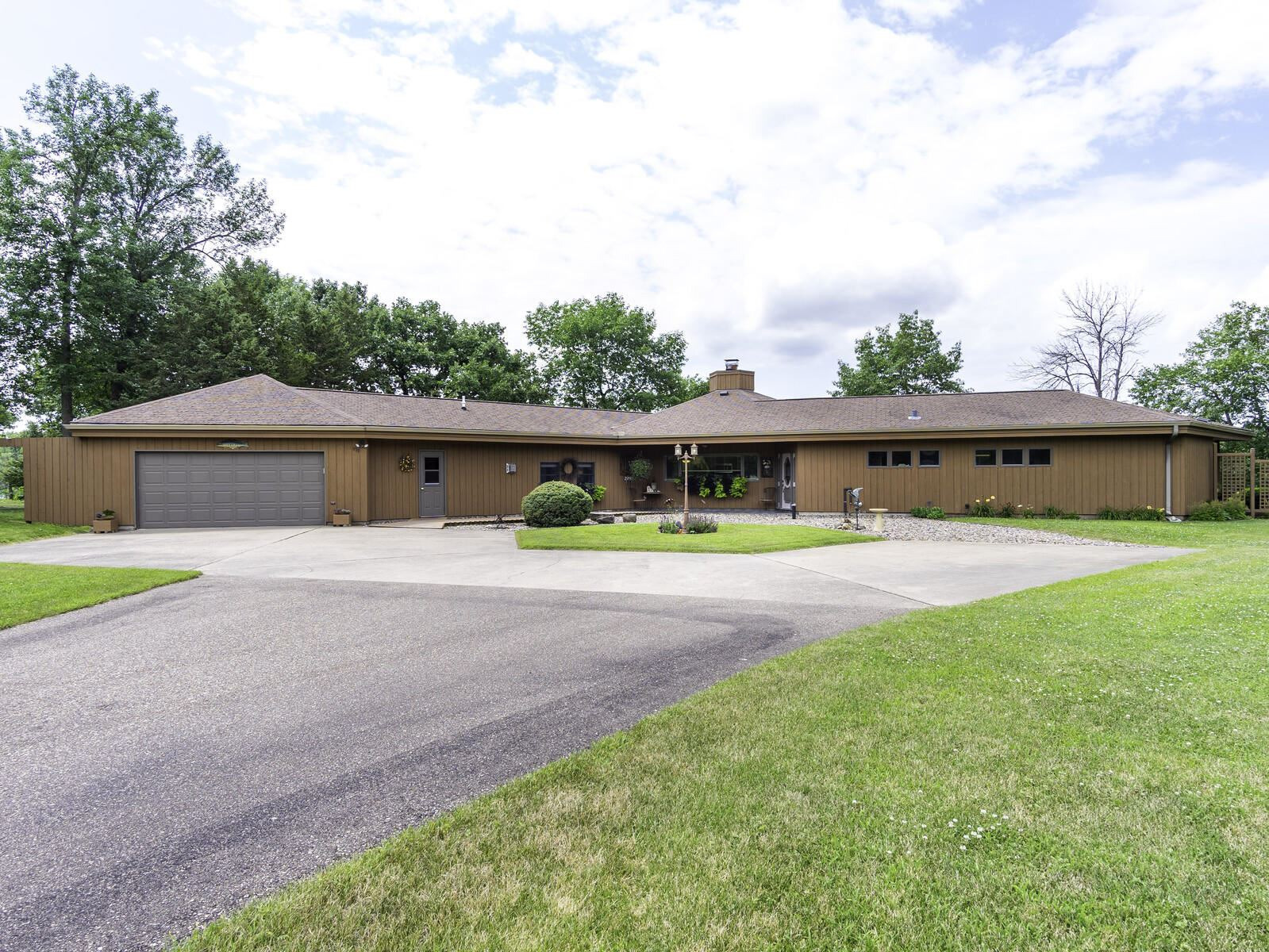 W1733 Indian Point RD, Belvidere, WI 54622 - MLS#: 1697944