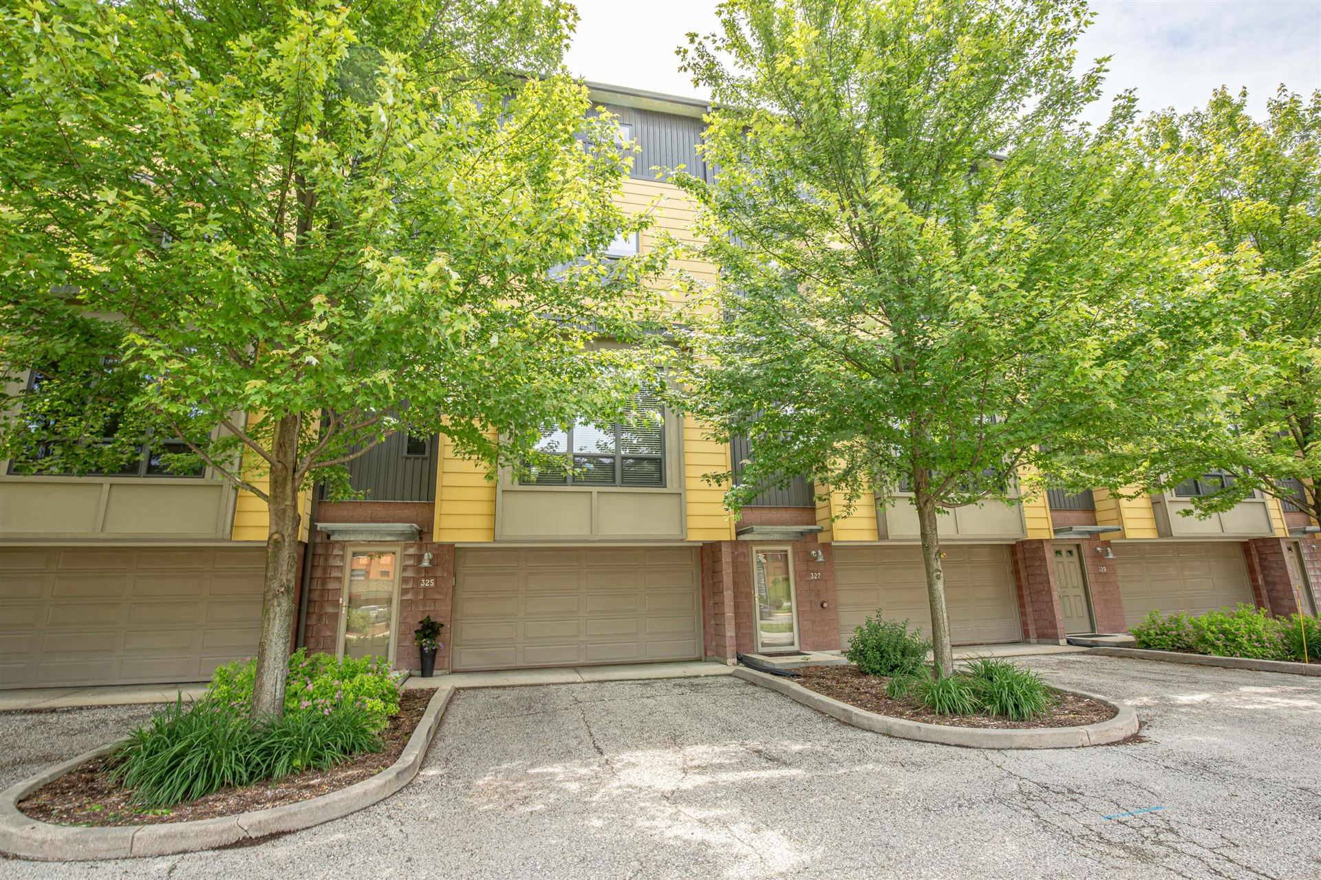 325 Mill Reserve Dr, Waukesha, WI 53188 - #: 1674954