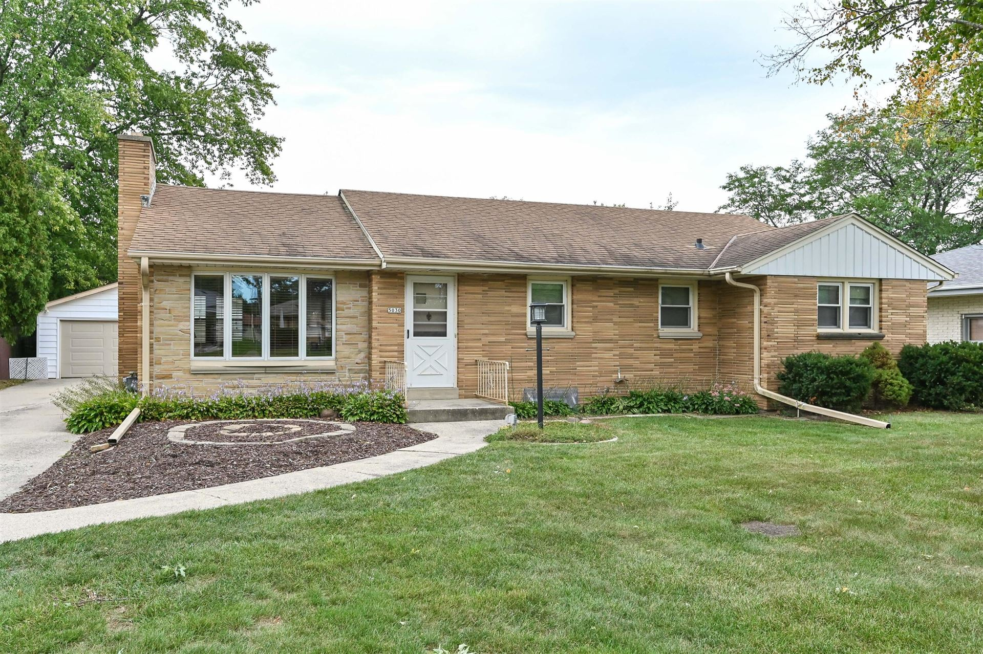 5030 S 28th St, Greenfield, WI 53221 - #: 1763966