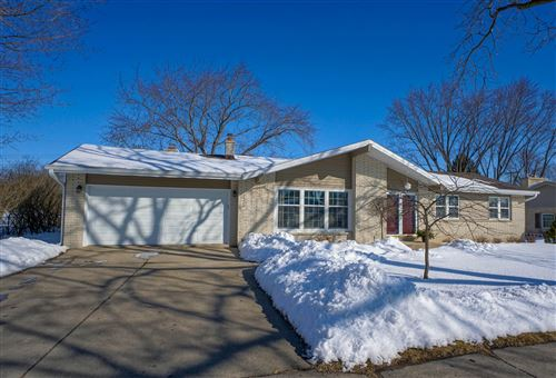 Photo of 624 Sunset Dr, Hartford, WI 53027 (MLS # 1677969)