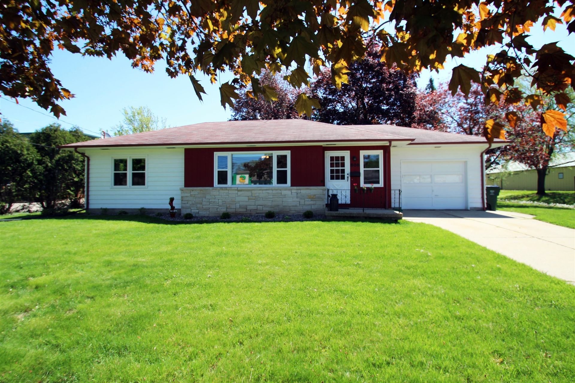 806 N Main ST, Lake Mills, WI 53551 - #: 1689981