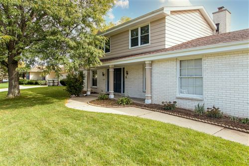 Photo of 6908 N Park Manor Dr, Milwaukee, WI 53224 (MLS # 1767987)