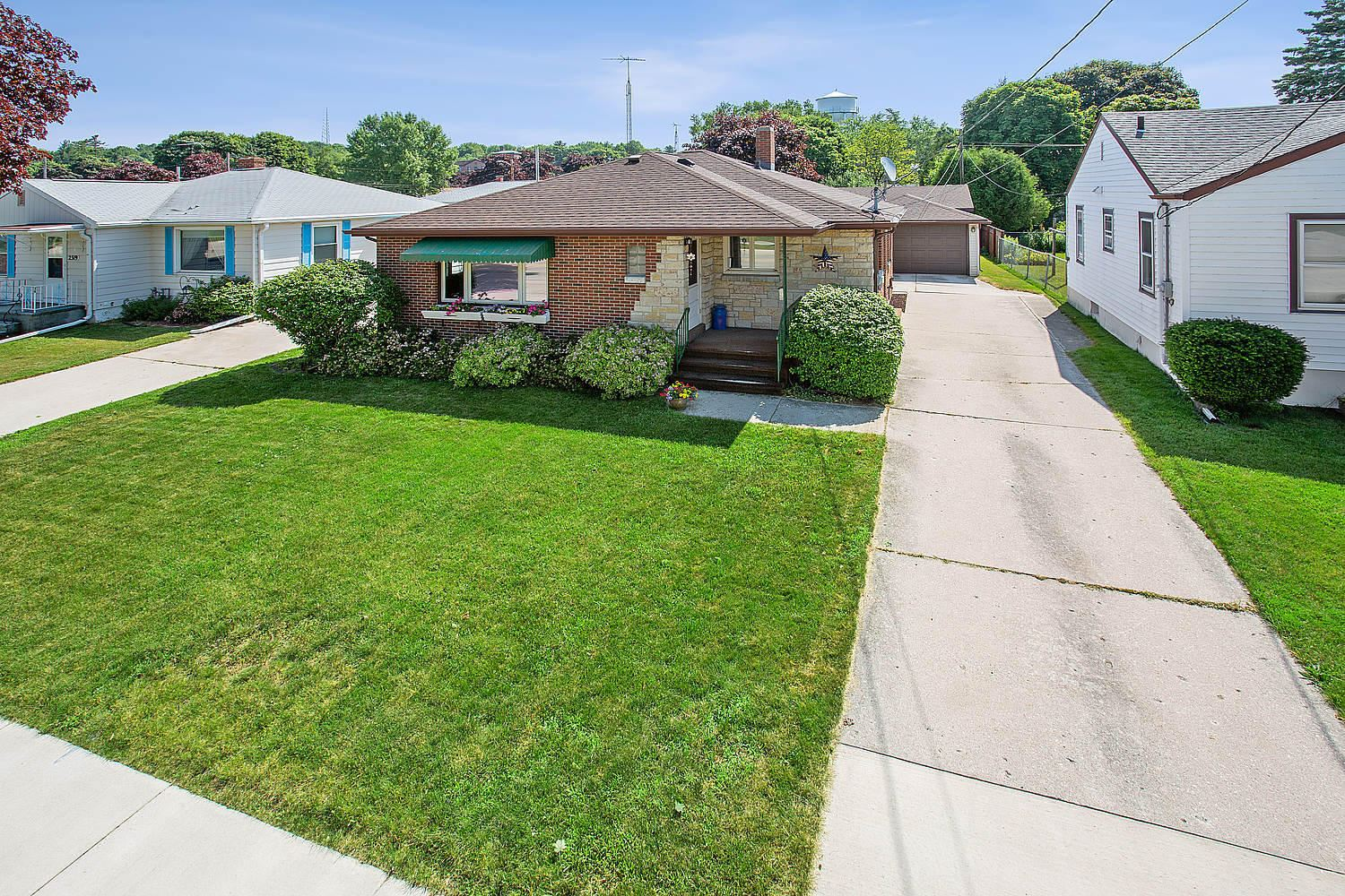 2315 Lincoln Avenue, Two Rivers, WI 54241 - #: 1697997