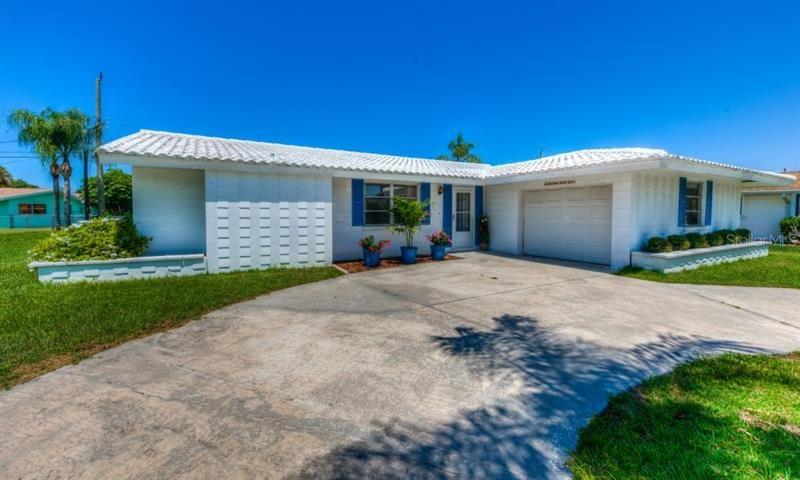 Photo of 6944 ANTIGUA PLACE, SARASOTA, FL 34231 (MLS # A4468000)