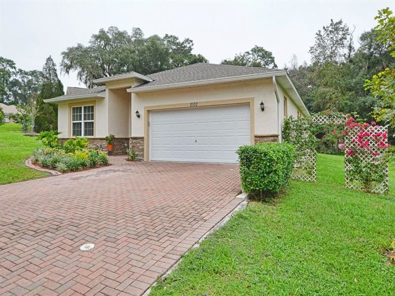 2102 OAK LEAF CIRCLE, Mount Dora, FL 32757 - #: G5036001