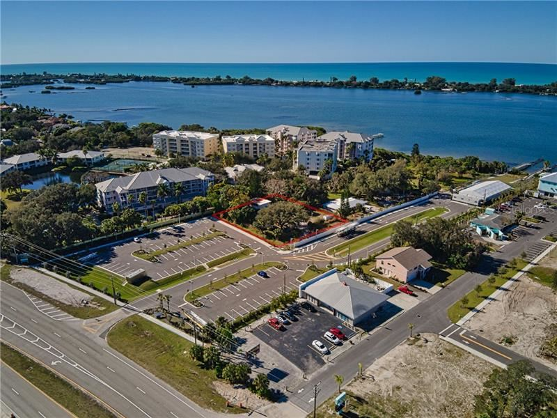 Photo of 33 BAYVIEW LANE, OSPREY, FL 34229 (MLS # A4488003)