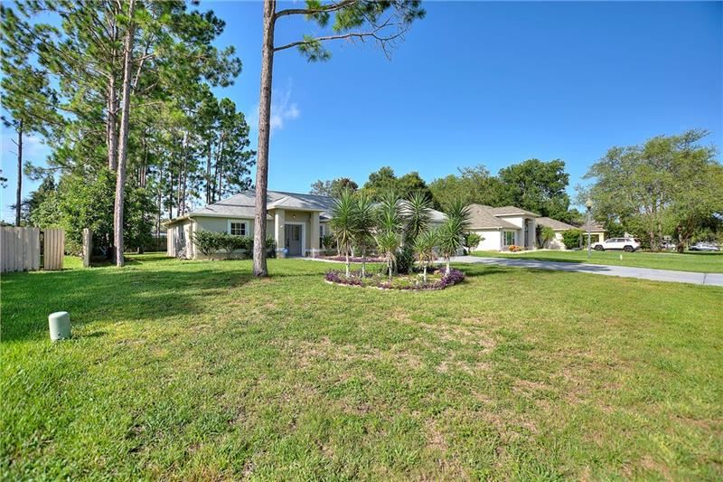 Photo of 11554 AUTUMN WIND LOOP, CLERMONT, FL 34711 (MLS # G5032009)