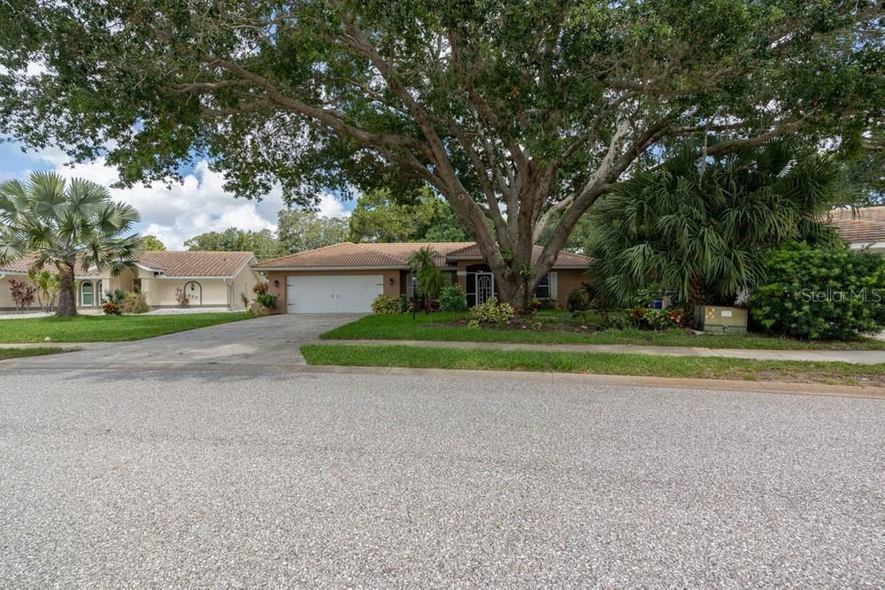 Photo of 875 MORGAN TOWNE WAY, VENICE, FL 34292 (MLS # W7836013)