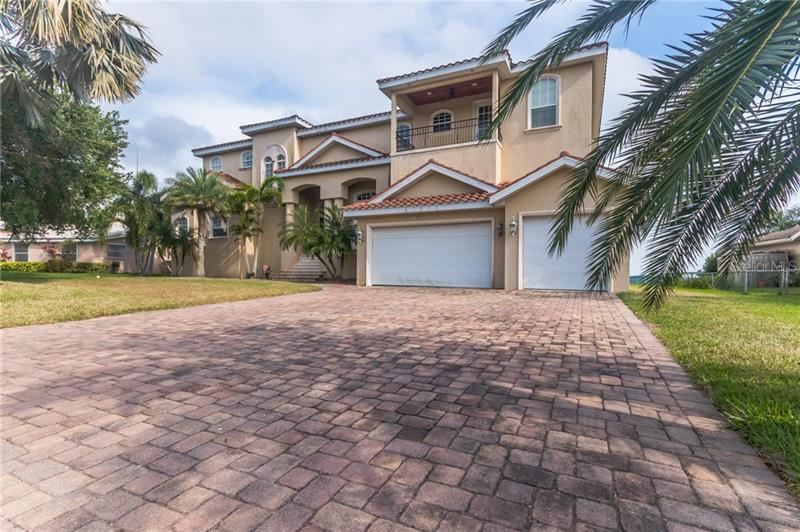 Photo of 1762 SOUTHPOINTE DRIVE, SARASOTA, FL 34231 (MLS # O5876038)