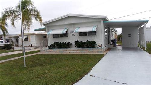 Photo of 647 N GREEN CIRCLE #187, VENICE, FL 34285 (MLS # N6113047)