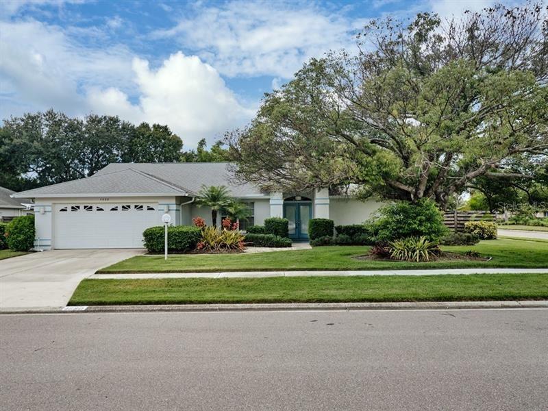 Photo of 4880 OAK POINTE WAY, SARASOTA, FL 34233 (MLS # A4478056)