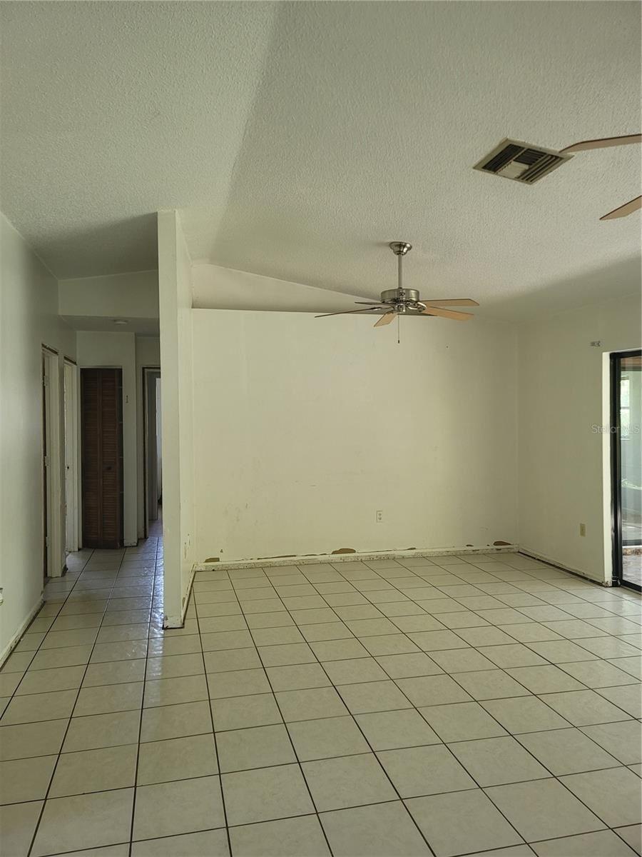 Photo of 987 AUBURN ROAD, VENICE, FL 34293 (MLS # N6118060)
