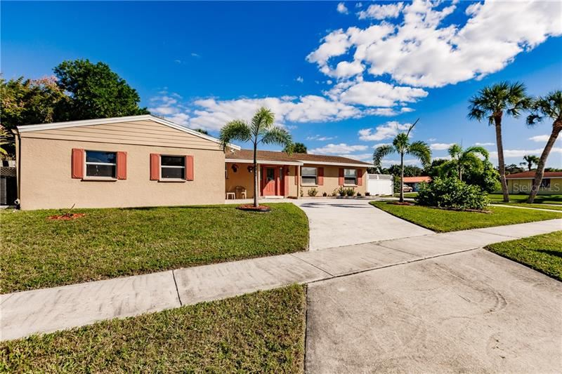 Photo of 6515 COLONIAL DRIVE, SARASOTA, FL 34231 (MLS # S5040064)