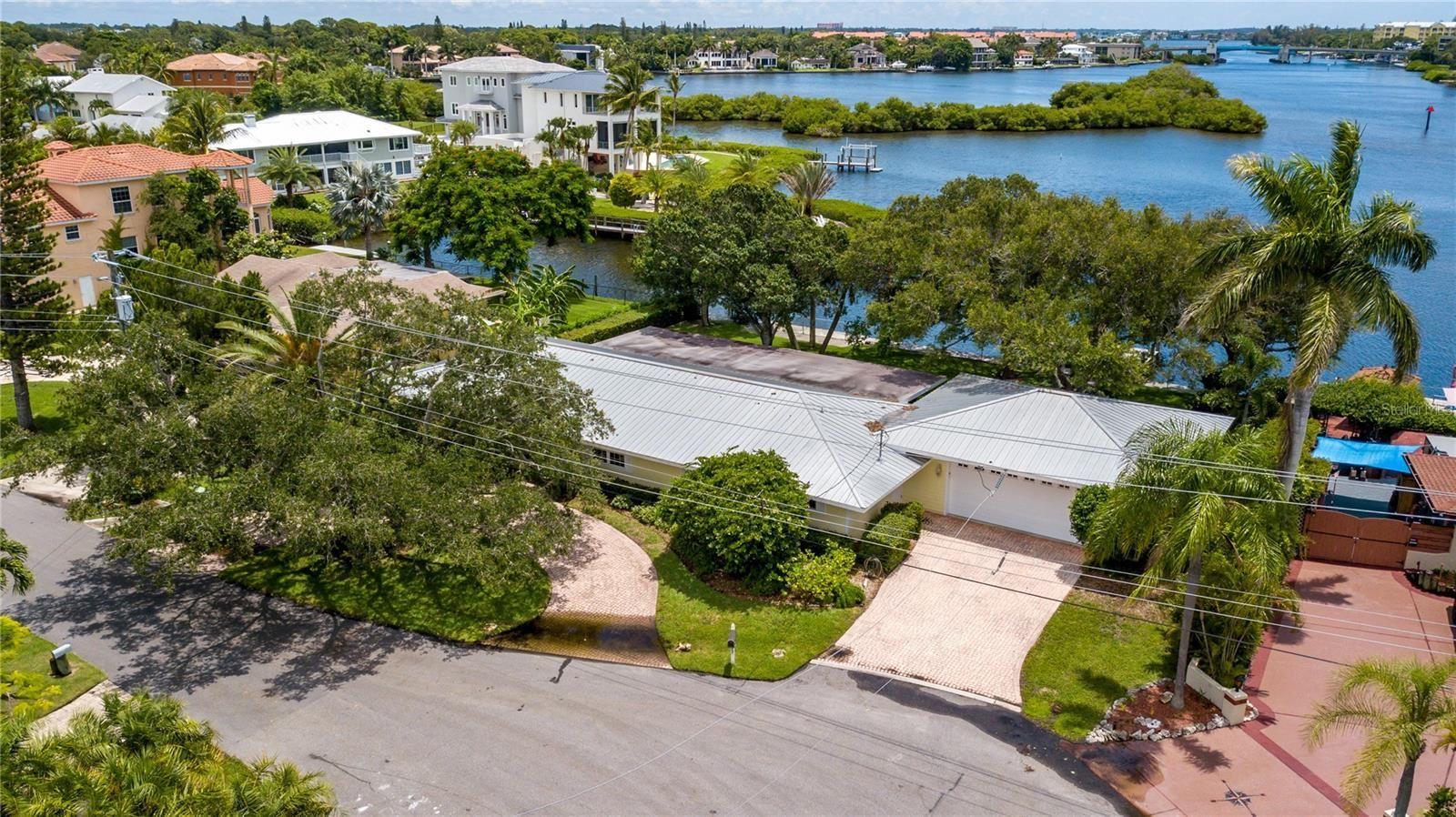 Photo of 1500 RIDGEWOOD LANE, SARASOTA, FL 34231 (MLS # A4508075)