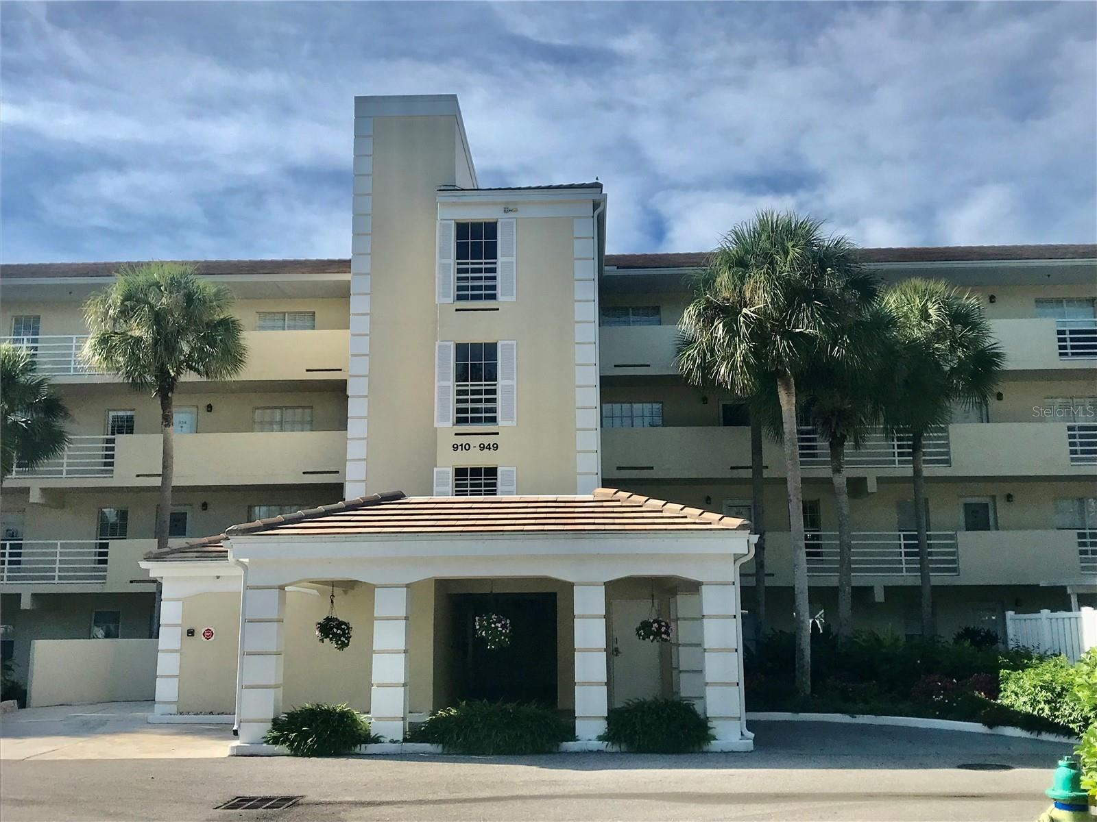 Photo of 929 WEXFORD BOULEVARD #929, VENICE, FL 34293 (MLS # N6118078)