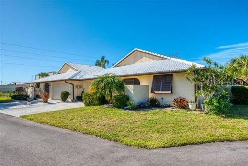 Photo of 28 PEBBLE ROCK DRIVE, VENICE, FL 34293 (MLS # A4457085)