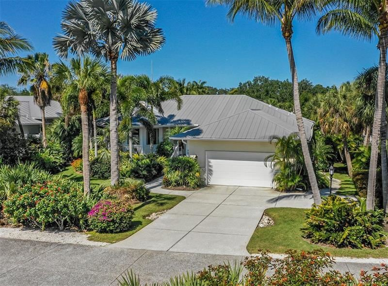 Photo of 727 EAGLE POINT DRIVE, VENICE, FL 34285 (MLS # N6110087)