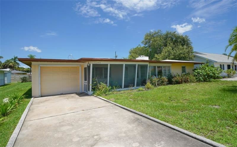 Photo of 412 GOLDEN BEACH BOULEVARD, VENICE, FL 34285 (MLS # N6106090)