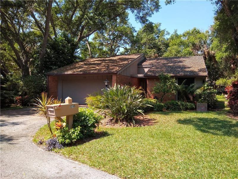 Photo of 1510 BLUE OAK LN, BRADENTON, FL 34209 (MLS # A4464095)