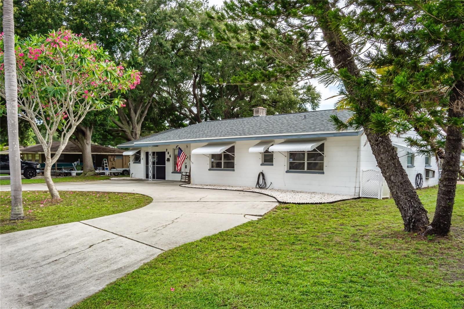 Photo of 206 22ND STREET NE, BRADENTON, FL 34208 (MLS # A4508095)