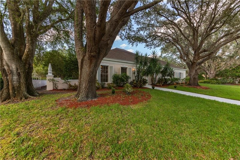 Photo of 6 FAIRWAY DRIVE, ENGLEWOOD, FL 34223 (MLS # A4481109)