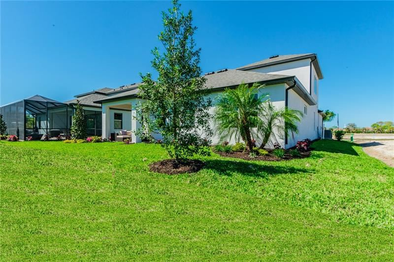 Photo of 913 WHIMBREL RUN, BRADENTON, FL 34212 (MLS # R4903128)