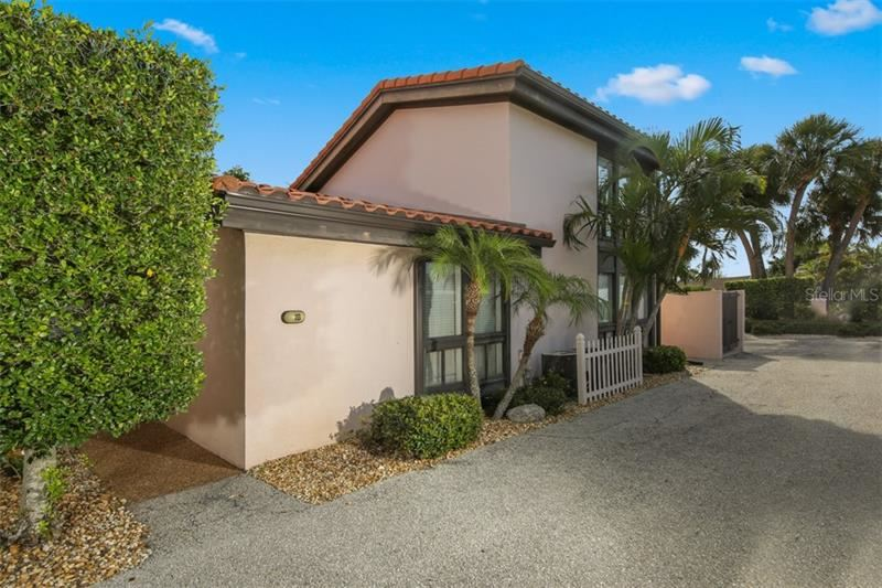 Photo of 800 S BLVD OF PRESIDENTS #18, SARASOTA, FL 34236 (MLS # A4450136)