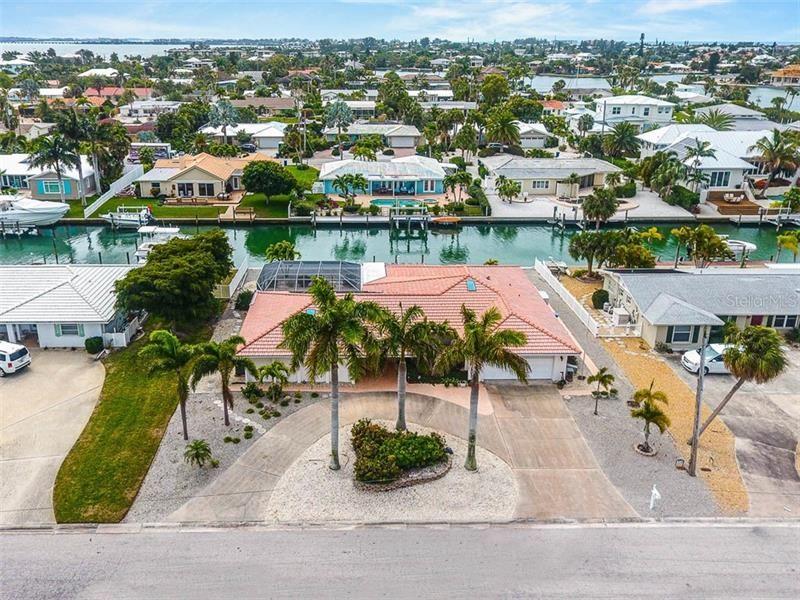 Photo of 624 EMERALD LANE, HOLMES BEACH, FL 34217 (MLS # A4462151)