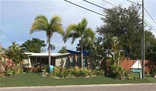 Photo of 724 BROOKWOOD DRIVE S, ST PETERSBURG, FL 33707 (MLS # U8093162)