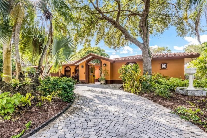Photo of 616 MOURNING DOVE DRIVE, SARASOTA, FL 34236 (MLS # A4452191)