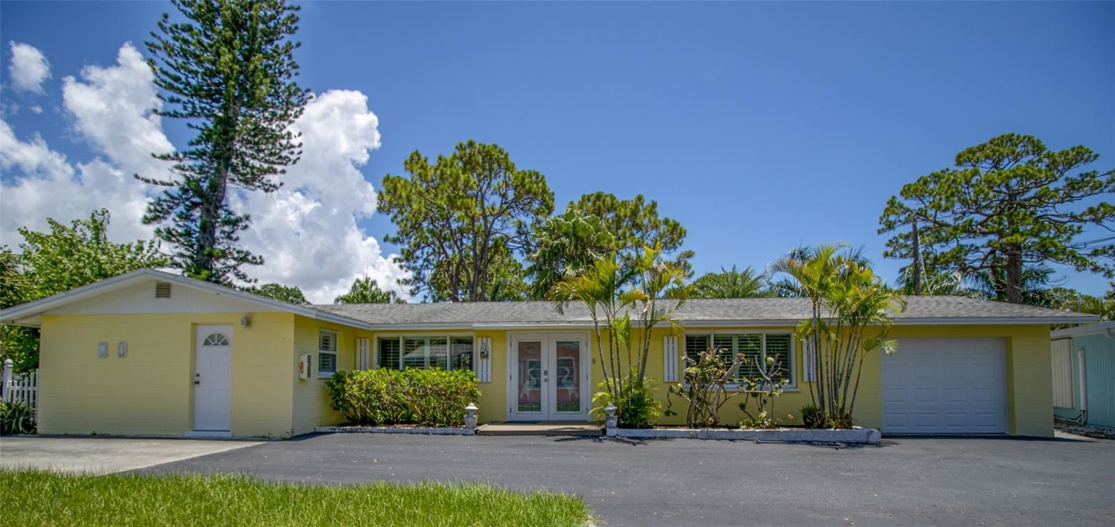 Photo of 470 S MCCALL ROAD #Manor, ENGLEWOOD, FL 34223 (MLS # D6120194)