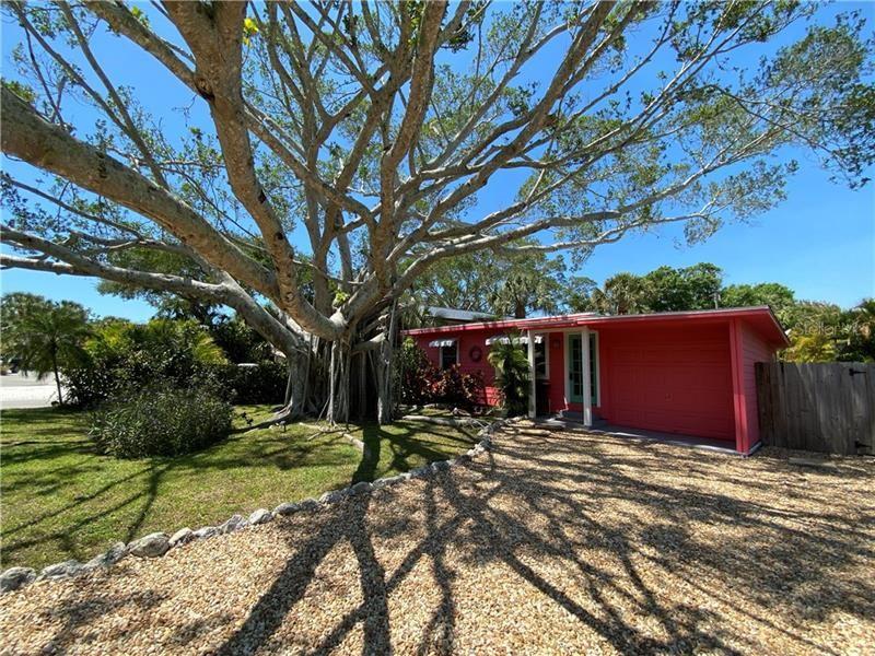 Photo of 657 CALLE DE PERU, SARASOTA, FL 34242 (MLS # A4497201)