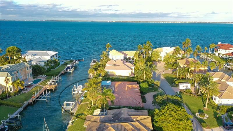 Photo of 595 BOWSPRIT LANE, LONGBOAT KEY, FL 34228 (MLS # A4488219)