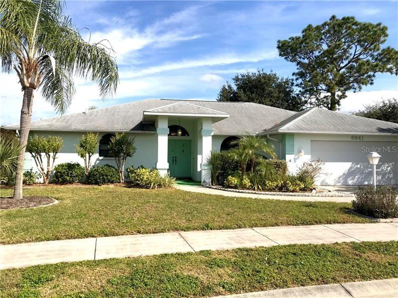 5841 HELEN WAY, Sarasota, FL 34243 - #: A4488240