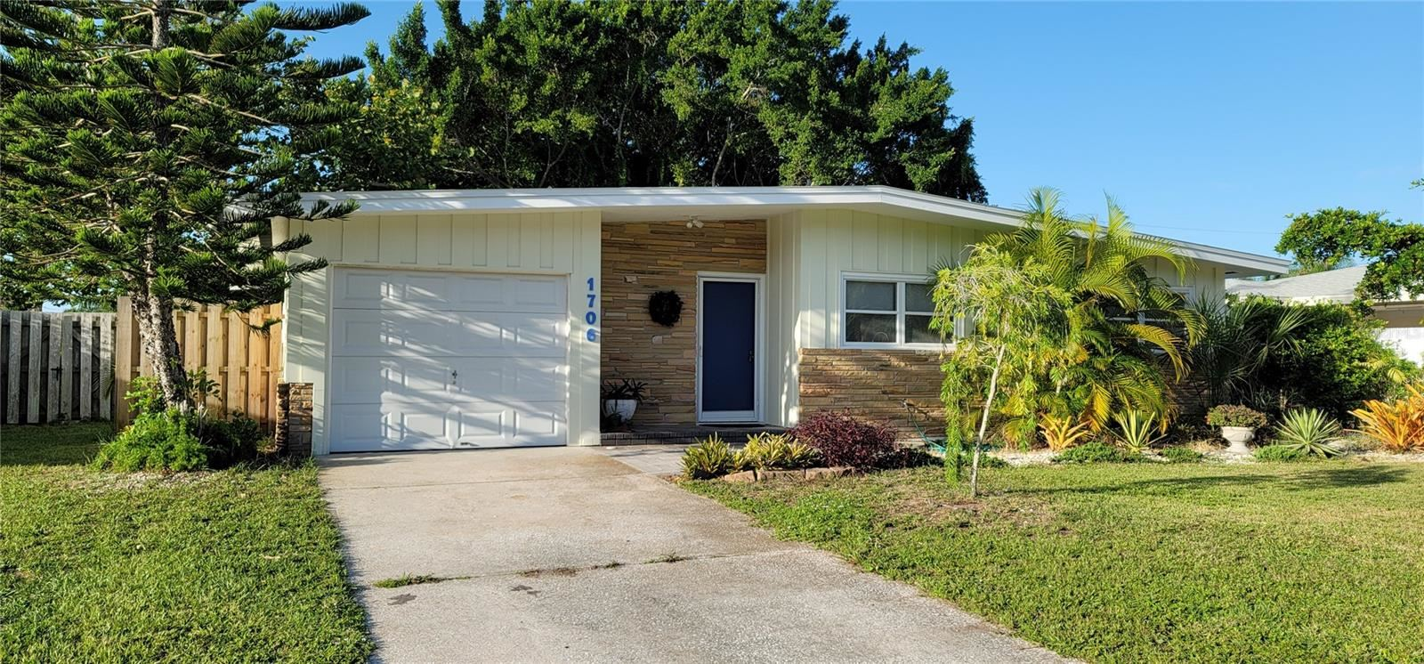 Photo of 1706 LIVINGSTONE STREET, SARASOTA, FL 34231 (MLS # A4508277)