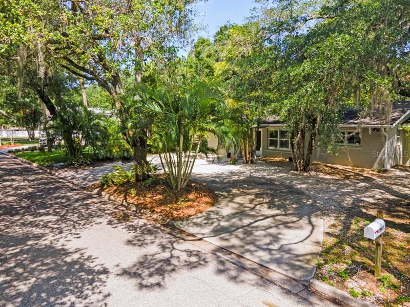 Photo of 2541 HYDE PARK STREET, SARASOTA, FL 34239 (MLS # A4497278)