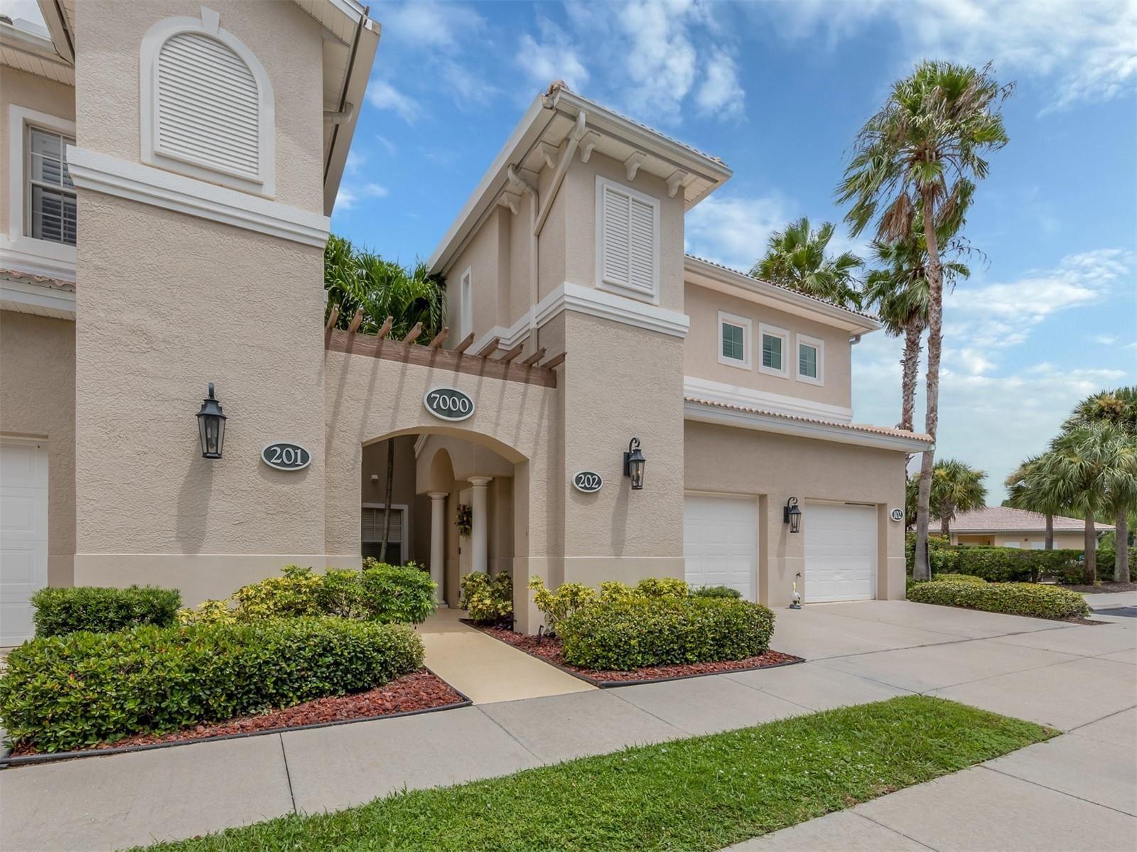 Photo of 7000 IBIS WAY #202, VENICE, FL 34292 (MLS # N6117279)