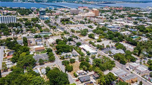 Photo of 1013 15TH STREET W, BRADENTON, FL 34205 (MLS # T3312293)