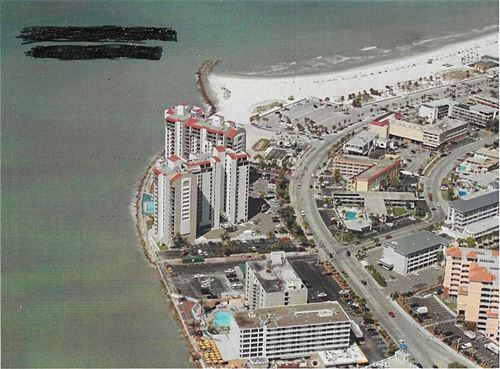 Photo of 440 S GULFVIEW BOULEVARD #403, CLEARWATER BEACH, FL 33767 (MLS # U8092315)