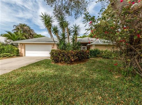 Photo of 462 LAKE OF THE WOODS DRIVE, VENICE, FL 34293 (MLS # N6109316)