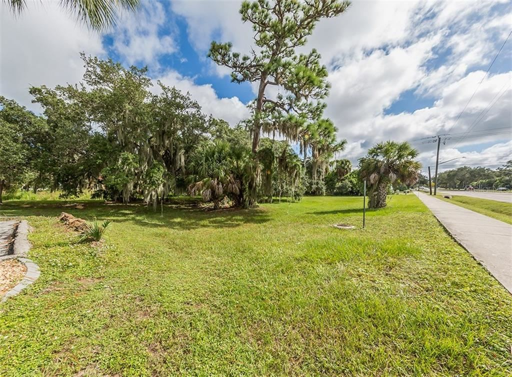 Photo of 841 E VENICE AVENUE, VENICE, FL 34285 (MLS # N6107318)