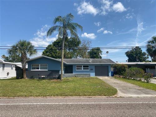 Photo of 3519 OVERLOOK DRIVE NE, ST PETERSBURG, FL 33703 (MLS # U8137325)