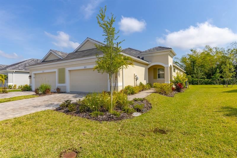 Photo of 7619 CAMPUS COVE, SARASOTA, FL 34243 (MLS # A4497347)