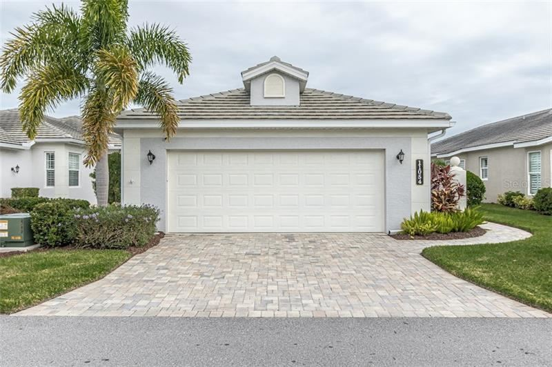 Photo of 11054 BARNSLEY DR, VENICE, FL 34293 (MLS # N6112354)