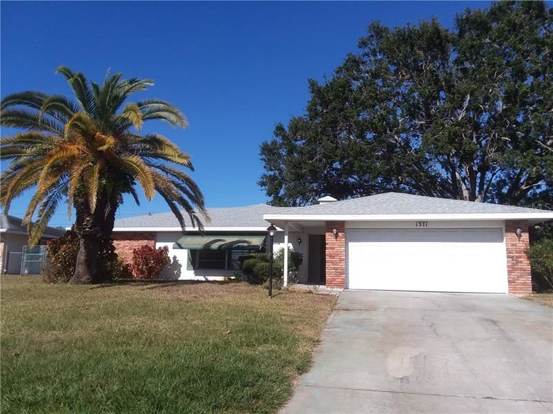 Photo of 1371 LAKESIDE DR, VENICE, FL 34293 (MLS # A4493358)